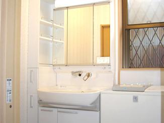 洗面リフォーム コンパクトにしながらも機能性を保った洗面所