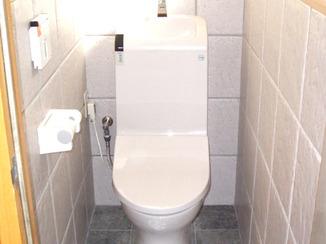 トイレリフォーム タイル張りで清潔とキレイを保つトイレ
