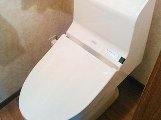 トイレリフォーム エコな暮らしに早変わり、節水手洗付きトイレ