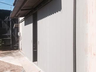 エクステリアリフォーム 45年ものの鉄扉をスムーズな開閉ができるドアに