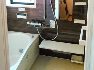 バスルームリフォーム 時間が経っても温かな湯船の浴室
