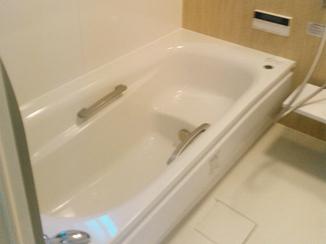 バスルームリフォーム プチ増築で明るく広い浴室