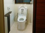 トイレリフォームお手入れの楽な明るいトイレ。仕上げはお客様ご自身で!