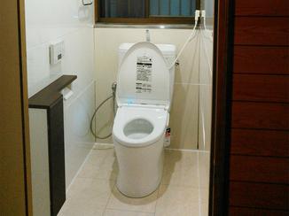 トイレリフォーム お手入れの楽な明るいトイレ。仕上げはお客様ご自身で!